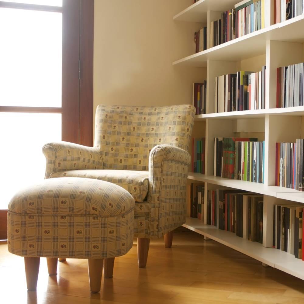 Cantinho para leitura de livros.